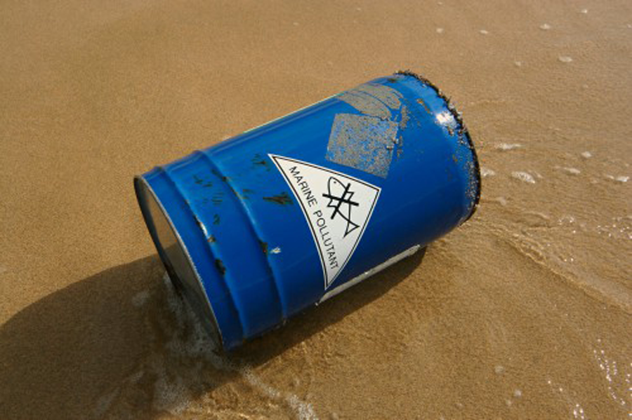 Image of chemical drum and chemical drum label washed overboard - BS5609